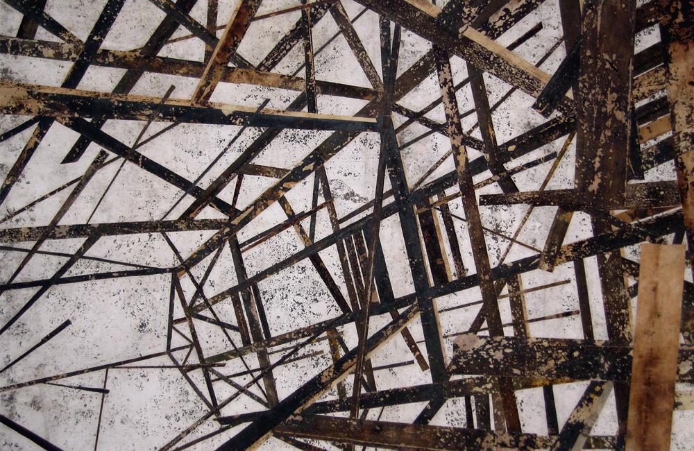 Tirano (Estrutura de madeira com fachada em ponta vista por baixo)